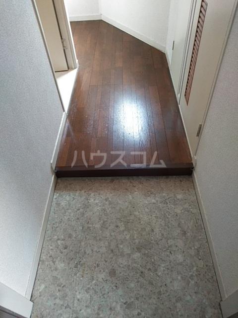 サンホワイト行徳 201号室の玄関