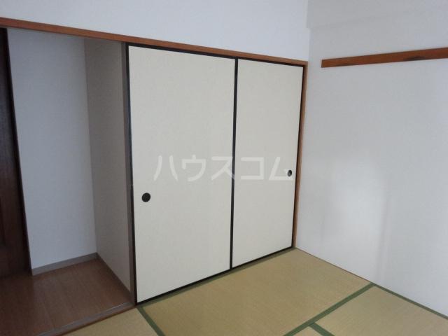 ラ・ファミール 102号室の収納