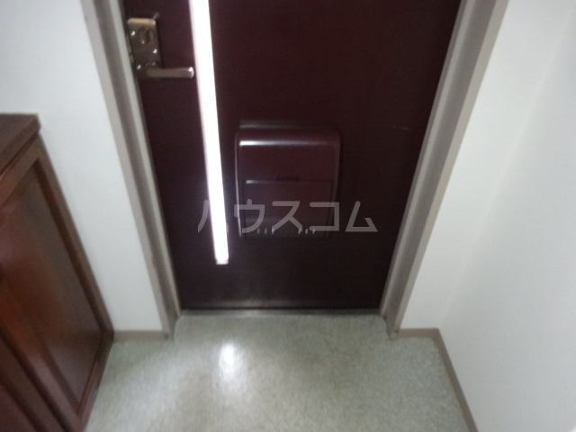 ラ・ファミール 102号室の玄関