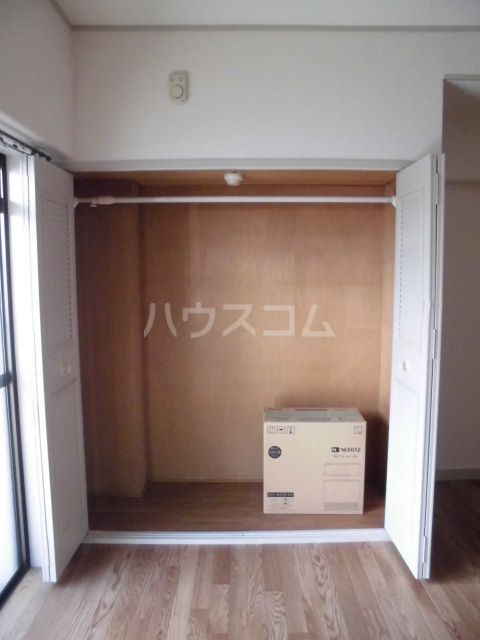 サンメゾンスルガ 505号室の収納