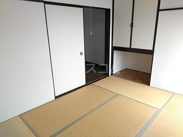 メゾンアズマ 402号室の居室