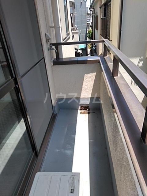 ラ・ピエサ 303号室のバルコニー