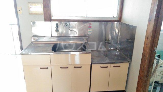 フラワーハイツB 206号室のキッチン
