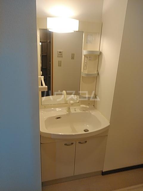 シャテロ巴 401号室の洗面所