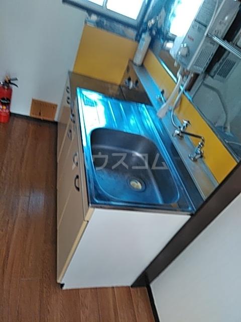 イズミコーポ 203号室のキッチン