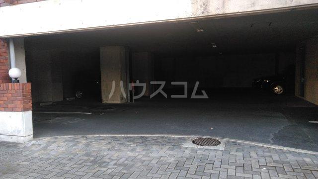 メゾン・ラフィーニ 102号室の駐車場
