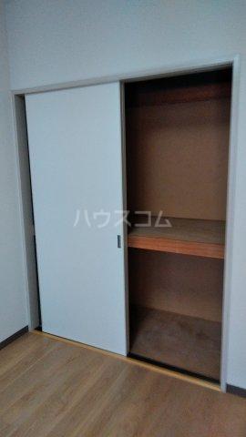 メゾン・ラフィーニ 102号室の収納