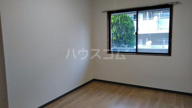 メゾン・ラフィーニ 102号室の居室