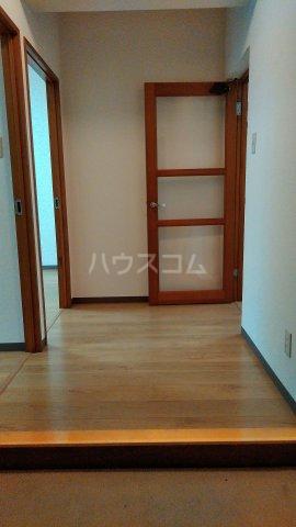 メゾン・ラフィーニ 102号室の玄関