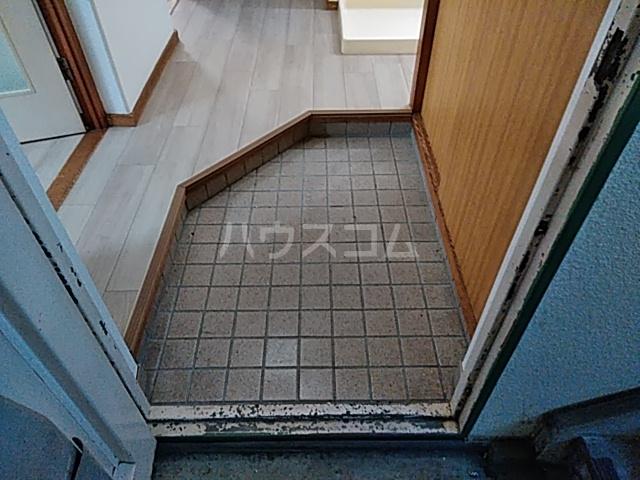 タウンベル 203号室の玄関