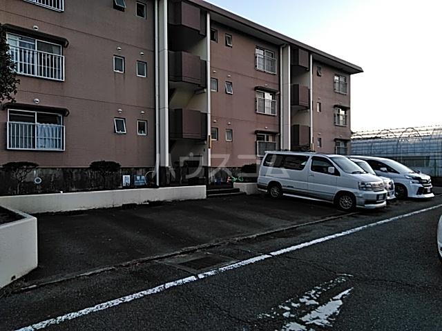 タウンベル 203号室の駐車場