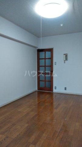クレセントコート静岡 502号室のリビング