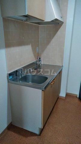 メゾンロゼB 101号室のキッチン