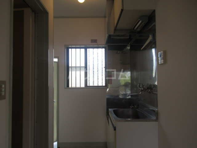 コスモハイツ 201号室のキッチン