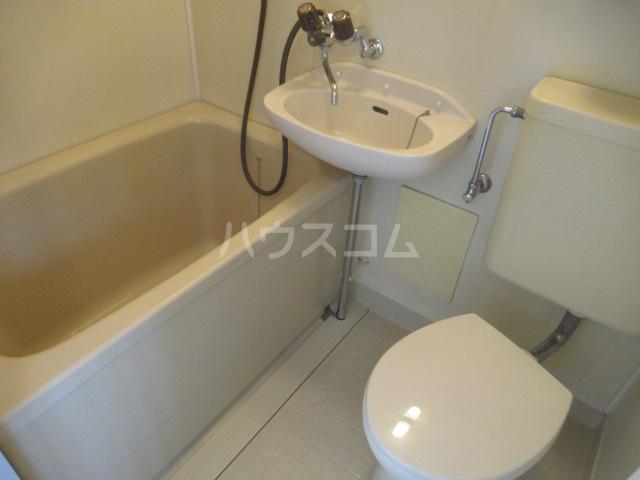 コスモハイツ 201号室のベッドルーム