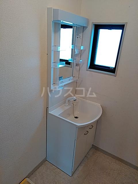 アルカンシェル 202号室の洗面所