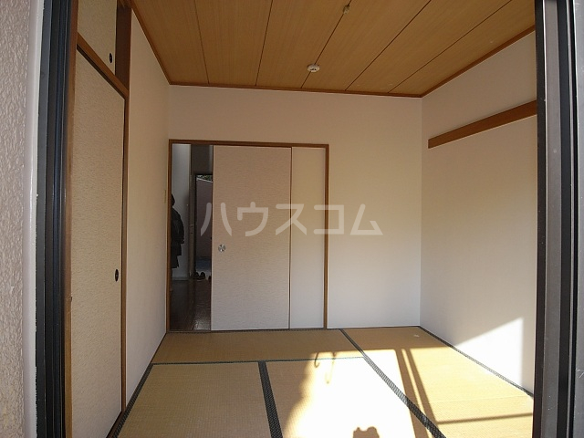 クワイエット柿の木台 102号室の居室
