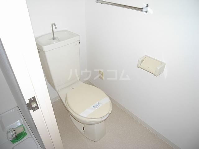 クワイエット柿の木台 102号室のトイレ