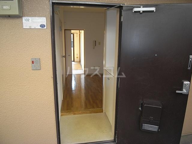 クワイエット柿の木台 102号室の玄関