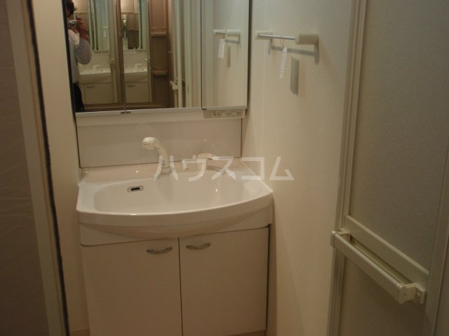 スィーツ・パシフィコ 101号室の洗面所