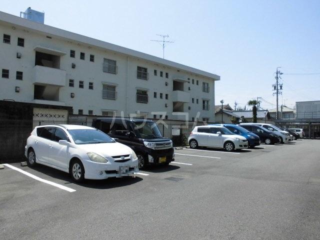 アントゥレ・ゼンザ 201号室の駐車場