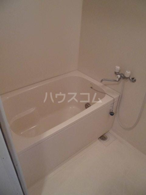 アントゥレ・ゼンザ 201号室の風呂