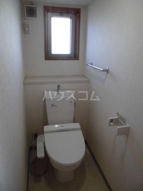 アントゥレ・ゼンザ 201号室のトイレ