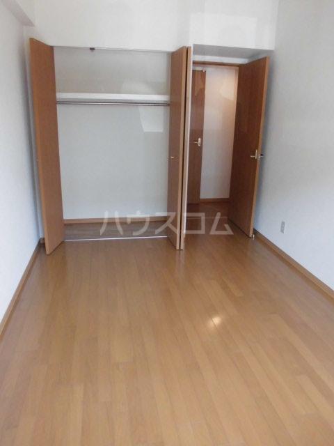 アントゥレ・ゼンザ 201号室の居室