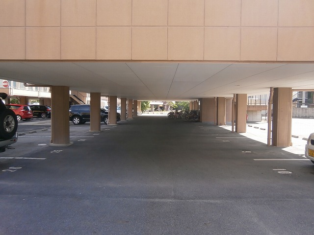 ゴールドマンション安井 418号室の駐車場