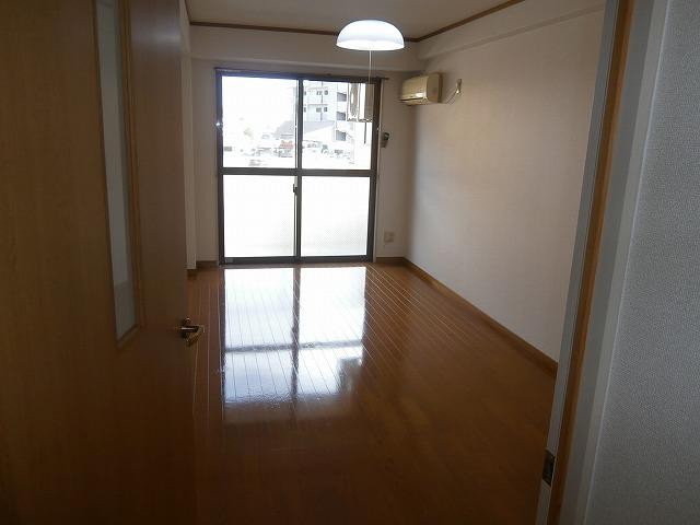 ゴールドマンション安井 418号室のリビング