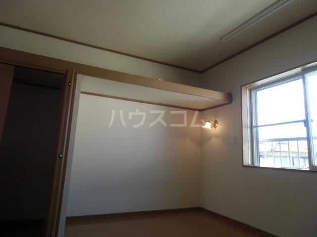 アドバンス落合 203号室のベッドルーム