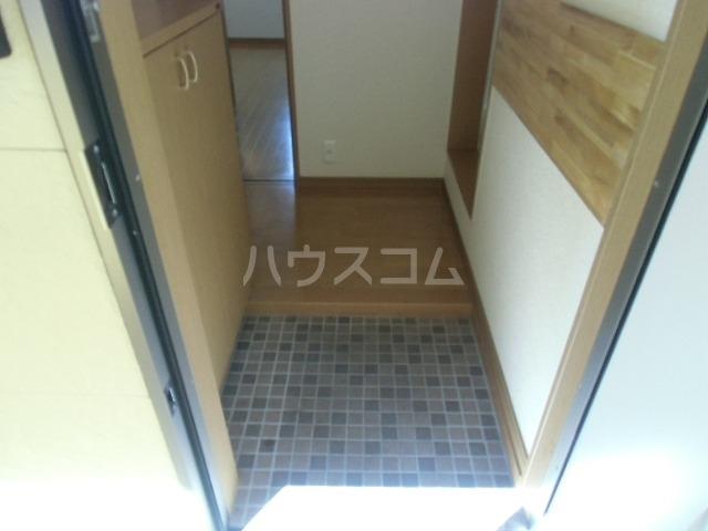 アドバンス落合 203号室の玄関