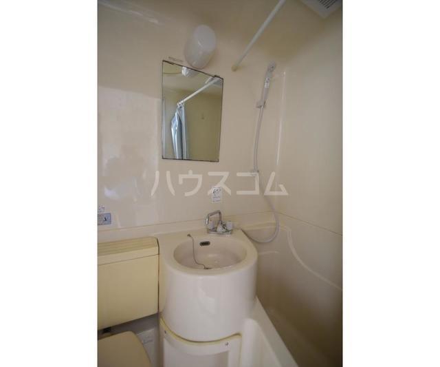 ホワイトハイツ東山 201号室の洗面所
