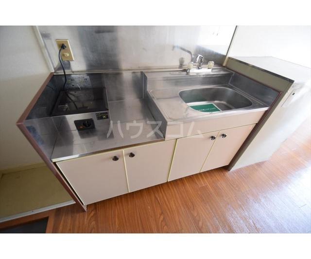 ホワイトハイツ東山 201号室のキッチン