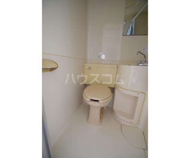 ホワイトハイツ東山 201号室のトイレ