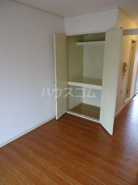 ホワイトハイツ東山 201号室のベッドルーム