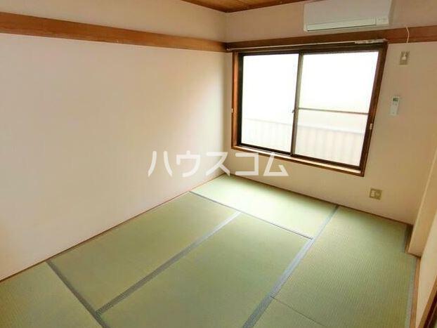 鈴木コーポ 201号室のリビング