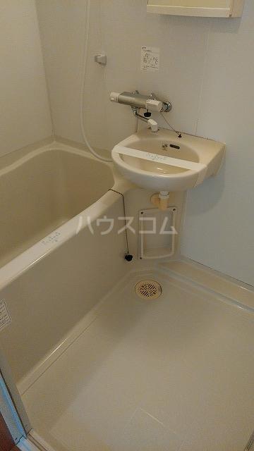 グットライフ 201号室の風呂