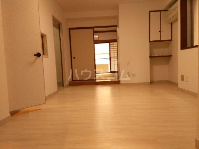 紀州屋ビル 3F号室のリビング