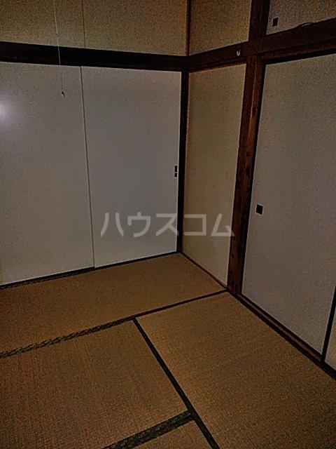 岡本荘 202号室のリビング