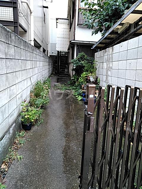 岡本荘 202号室のエントランス