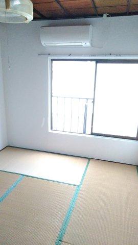 谷ビル 312号室のリビング