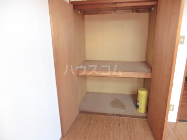 メゾン三恵 201号室の収納