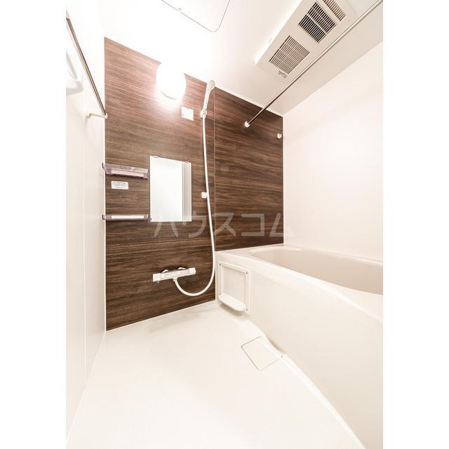 ウェルスクエアイズム巣鴨 302号室の風呂
