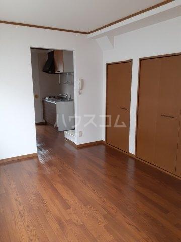 マーベラスハイム 301号室の玄関