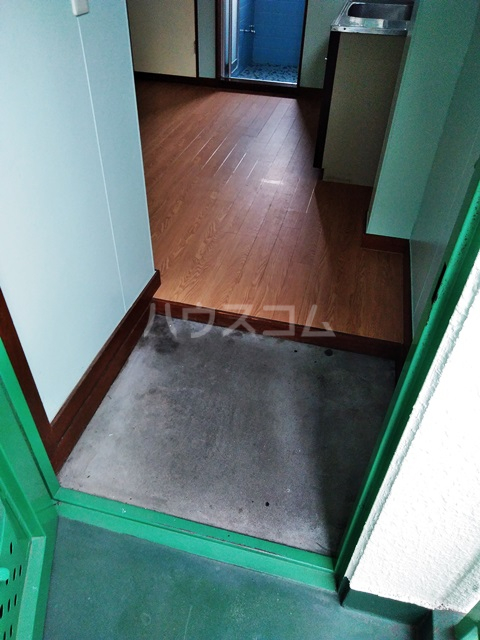 多ヶ谷マンション 302号室の玄関