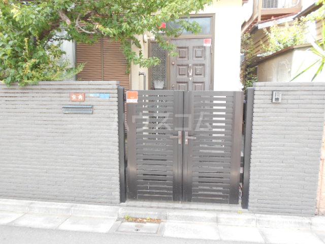 宝角アパート 204号室のエントランス