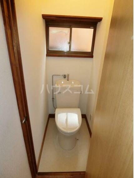 晴美荘 2号室のトイレ
