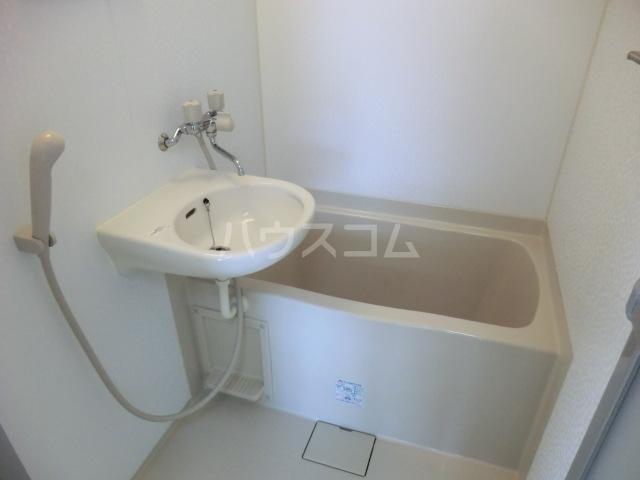 小林会館 405号室の洗面所