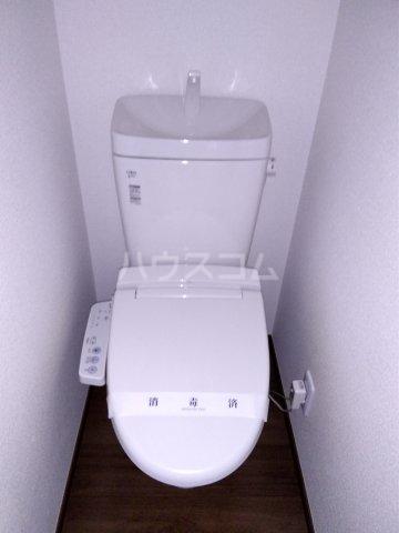 アーバンプレイスⅤ坂上A棟 103号室のトイレ